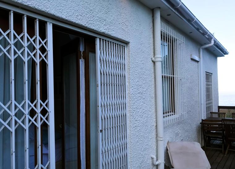 Gallergrindar för dörrar och fönster.