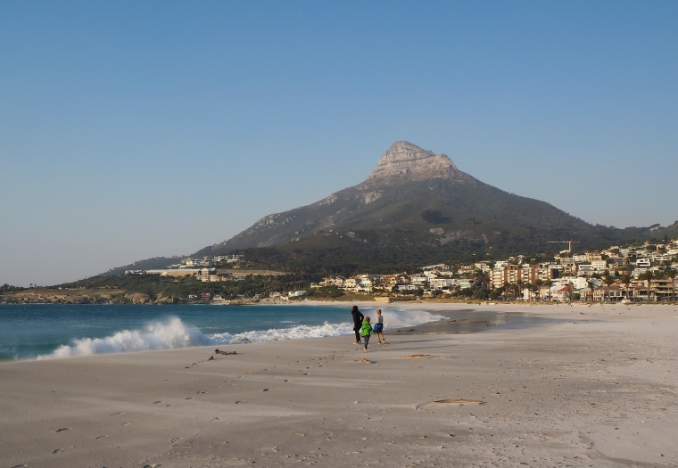 Camps bay, Lions head, strand, vågor och 3 barn.