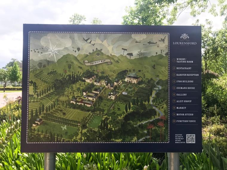 En karta över området där man bland annat kan se var vinprovningen, restaurangen, en byggnad från 1700-talet och konstgalleriet ligger.