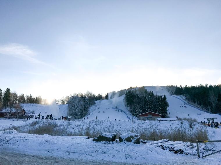 Tre slalombackar.