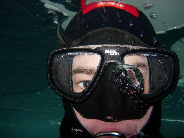 Närbild på en dykare.