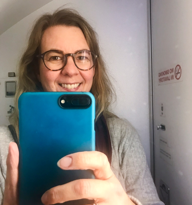 Selfi tagen inne på en flygplanstoa.