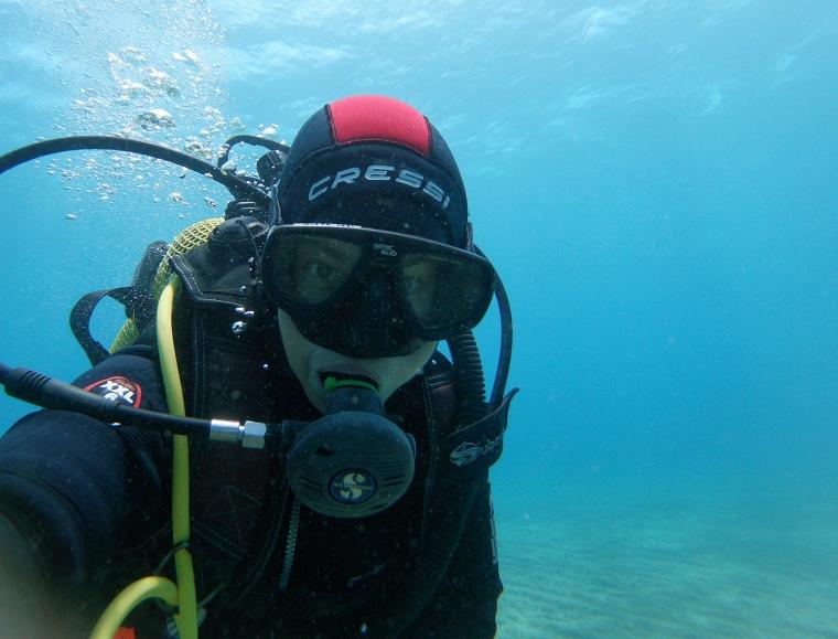 Selfie på dykare i huva.