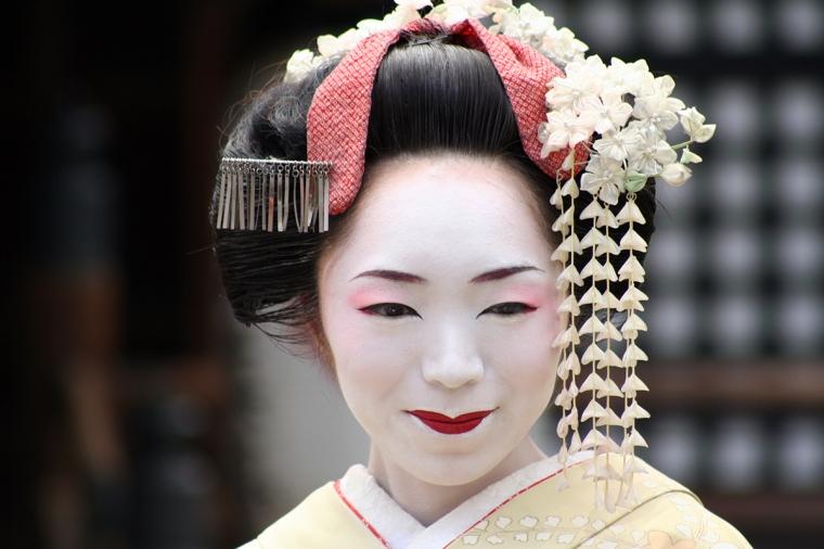 Porträttbild av en geisha