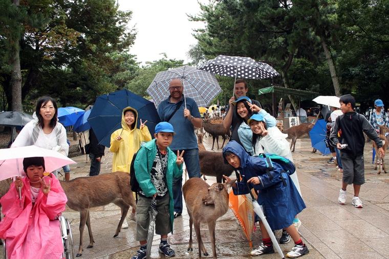 Två svenskar, en japansk familj och 3 hjortar.