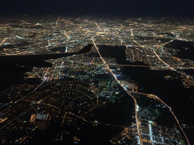 Flygbild över ett upplyst Moskva.