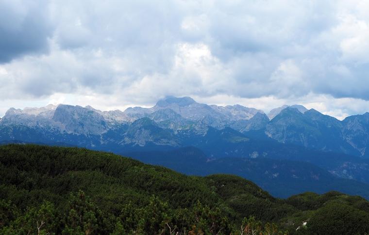 Berg och moln.