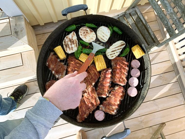 En grill full med mat.