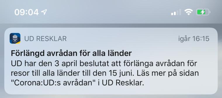 """En skärmdump från en telefon med texten """"UD RESLKLAR Förlängd avrådan för alla länder""""."""